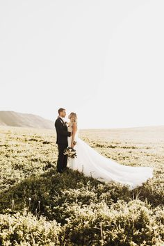 You Should Provide Transportation for your Wedding Guests and Here is Why They'll Absolutely Love You For It | Vista View Events • Colorado Mountain Wedding Venue #wedding #coloradowedding #weddingtips #weddingplanning #weddingplanningchecklist #weddingplanningtimeline #weddingplanningtips #weddingprep #weddingadvice #weddinghacks