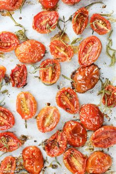 Roasting tomatoes at home has never been easier with this roasted tomatoes recipe. Just five ingredients and youll have freshly roasted tomatoes in no time. This recipe is gluten free, dairy free, and healthy. Healthy Side Dishes, Side Dish Recipes, Veggie Recipes, Vegetarian Recipes, Healthy Recipes, Free Recipes, Easy Recipes, Healthy Food, Veggie Meals