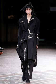 Yohji Yamamoto Spring/Summer 2017 Ready to Wear Collection | British Vogue