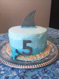 Smash cake Shark Birthday Cakes, Boy Birthday Parties, Summer Birthday, 5th Birthday, Birthday Ideas, Ocean Party, Shark Party, Shark Cake, Cake Smash