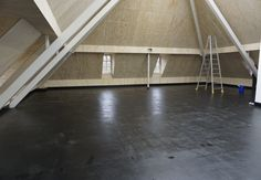 """Referenz des Monats 07/2017  Die """"Burg Mödrath"""" ist das letzte Gebäude des Ortes Mödrath bei Kerpen, der dem Braunkohlentagebau zum Opfer fiel. 2016/17 wurde sie aufwändig restauriert und umgebaut, um ab Sommer 2017 als Kunsthalle für Ausstellungen und Konzerte zu dienen. Das Dachgeschoss wird mitgenutzt und mit dem MB-Asphaltsystem mit etwa 1000 m MB-Euro-Systemrohr 17 ausgestattet, was einen Feuchtigkeitseintrag in das Gebäude vermeidet und den Bauablauf erheblich beschleunigte. In einem…"""