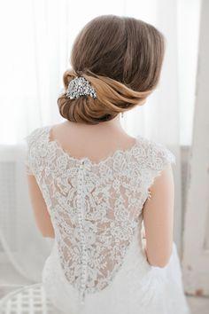 coiffure-mariage-cheveux-long-attachés-bijou-cristaux2