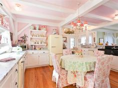 Kitchen Most adorable kitchen EVER. If you don't have a husband who has to eat in it.