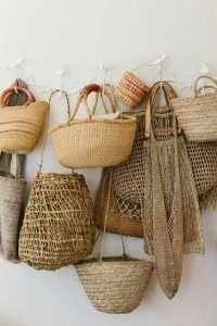 modern rustic baskets / furniture (wood and rattan) Summer Handbags, Straw Handbags, Home Fashion, Fashion Decor, Style Fashion, Fashion Tips, Home Decor Accessories, Decorative Accessories, Beach Accessories