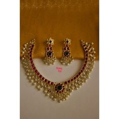 Bridal Jewelleries That Are So Traditional & Beautiful! Traditional Indian Jewellery, Indian Jewelry, Ruby Necklace Designs, Jewelry Sets, Gold Jewelry, Jhumka Designs, Wedding Jewelry, Fashion Jewelry, Jewels