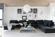 living room// picture wall