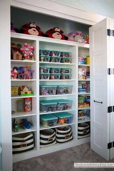 Love these toy storage & organization ideas for the kids bedrooms and play area. - Organised Pretty Home bins baskets bedroom toddler playroom small spaces labels cheap Playroom Organization, Organized Playroom, Playroom Closet, Basement Closet, Organization Ideas For Bedrooms, Kids Playroom Storage, Small Playroom, Basket Organization, Cheap Playroom Ideas