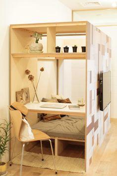 """Stacks B – Wallpaper Shelter"" adalah produk dari metode renovasi baru ""… Small Apartments, Small Spaces, Small Living, Living Spaces, Japanese Interior Design, Micro House, Compact Living, Interior Inspiration, Interior And Exterior"