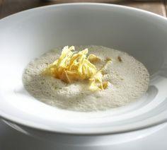 Palsternakkakeitto ja curryllä maustetut palsternakkalastut, resepti – Ruoka.fi - Parsni Soup with parsnip chips seasoned with curry