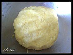 // Coucou ! Je vous propose une recette simple et super facile de pâte brisée, par contre je ne sais plus d'où elle vient... avec ces...