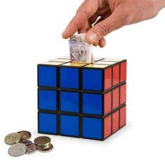 Hucha cubo de Rubik. Colócala entre tu colección de Cubos y tendrás los ahorros a salvo.
