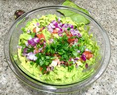Nothing tastes better than a bowl of homemade guacamole. It is absolutely easy to prepare and super quick too. Homemade Guacamole, What's Cooking, What To Cook, Ethnic Recipes, Easy, Kitchen, Food, Cooking, Meal