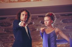 10 Things I Hate About You - Publicity still of Heath Ledger & Julia Stiles Iconic Movies, Good Movies, Movies Showing, Movies And Tv Shows, Beautiful Short Quotes, Brooklyn 9 9, Julia Stiles, Heath Ledger, Flirting Tips For Girls
