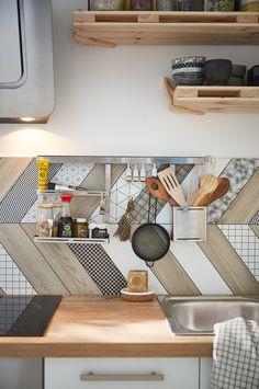 48h pour relooker vos cuisine à la sauce bistronomique ! #leroymerlin #makeover #homedecor #diy Gorgeous Kitchens, House Flooring, Kitchen Decor, Home Decor, Diy Decor, Home Deco, Home Kitchens, Diy Staircase, Interior Deco