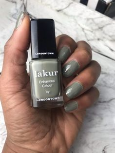 Londontown Nail Polish Lakur boasts a non-toxic 9 free formulation and I got to test them. Purple Nail Polish, Best Nail Polish, Purple Nails, Gel Polish, Manicure At Home, Nails At Home, Opi, Essie, Dry Cuticles