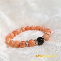 『本物の価値』~宝石サンゴのブレスレット  ◆宝石グレードのコーラルをグラデーションに並べ、ガーネットと本物のシルバー925を繋いだ、とても豪華なブレスレットです✨  ◆現在パワーストーンとして流通している物のほとんどが、白いサンゴを赤やピンクに着色して作った物です。 こちらの作品は、希少な本物の無着色の宝石グレードのサンゴを使用しております。  元々ネックレスとして繋ぎ、数年間未使用のままストックしていた物を、ブレスレットに繋き直したものですが、色も天然ならではの上品な色味で、品質の良いものです。