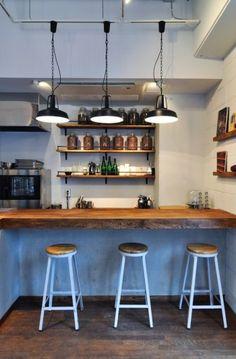 バーカウンターでコーヒー186円も提供。ぜひ、チョコレートとセットで楽しみたい。