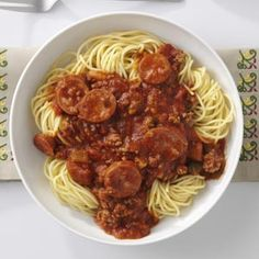 Super Spaghetti Sauce Recipe -At my house, we never know how many we'll have for dinner. That's why this spaghetti sauce is one of my favorites - flavorful, filling and fast. Smoked kielbasa gives it Beef Recipes For Dinner, Meat Recipes, Pasta Recipes, Cooking Recipes, Hamburger Recipes, Healthy Recipes, Sauce Spaghetti, Spaghetti Recipes, Gastronomia