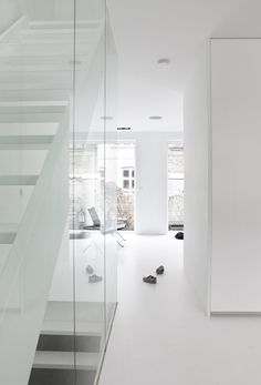 Copenhagen-Townhouse-II-by-Norm-Architects-photo-Jonas-Bjerre-Poulsen-yatzer-25.jpg (600×884)