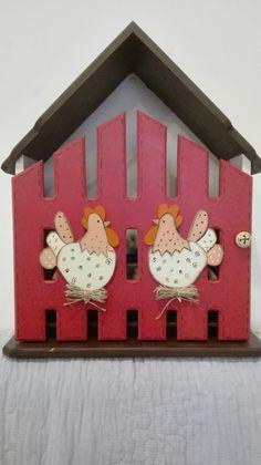 Casa para huevos. Country #pintturadecorativamadera Arte Country, Wooden Cutouts, More Fun, Ideas Para, Cool Art, Diy And Crafts, Holiday Decor, Home Decor, Red Kitchen