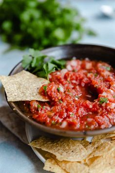 This homemade salsa recipe is the best! It comes together in just 10 minutes and tastes like it came straight from your favorite Mexican restaurant. Alton Brown, Chutney, Guacamole, Pesto, Hummus, Easy Homemade Salsa, Restaurant Style Salsa, Dips, Mexican Food Recipes