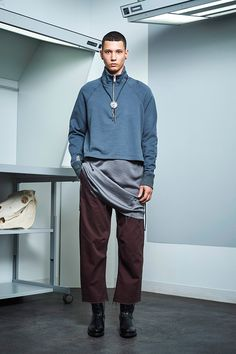 Siki Im presented its Fall/Winter 2017 collection during New York Fashion Week Men's. Sustainable Looks, Urban Fashion, Mens Fashion, Trend News, Student Fashion, Fall Winter, Winter 2017, Winter Collection, Fashion Show