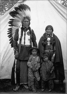 ARAPAHO FAMILY , circa 1890