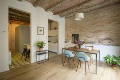 Una casa de techos abovedados y vigas de madera que atrapará a los amantes del amarillo
