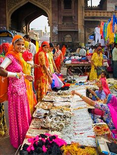 India - Bazar Rajasthan by Annabelle Breakey ᘡℓvᘠ❉ღϠ₡ღ✻↞❁✦彡●⊱❊⊰✦❁ ڿڰۣ❁ ℓα-ℓα-ℓα вσηηє νιє ♡༺✿༻♡·✳︎· ❀‿ ❀ ·✳︎· TUE OCT 2016 ✨ gυяυ ✤ॐ ✧⚜✧ ❦♥⭐♢∘❃♦♡❊ нανє α ηι¢є ∂αу ❊ღ༺✿༻✨♥♫ ~*~ ♪ ♥✫❁✦⊱❊⊰●彡✦❁↠ ஜℓvஜ India Photography Avoir plus d'informations sur notre site Goa India, India And Pakistan, New Delhi, Bollywood Stars, Amazing India, India Culture, India Colors, Udaipur, Jodhpur