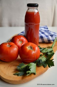 Bulion de rosii reteta mamei mele Savori Urbane (1) Canning Pickles, Pasta, Pastry Cake, Canning Recipes, Ketchup, Barbecue, Hamburger, Smoothie, Good Food