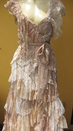 Vintage inspired bohemian dress made from a ton of love This is a dream dress! Shabby Chic Outfits, Vintage Outfits, Vintage Inspired Dresses, Vintage Dresses, Altered Couture, Boho Fashion, Vintage Fashion, Fashion Outfits, Robes D'inspiration Vintage