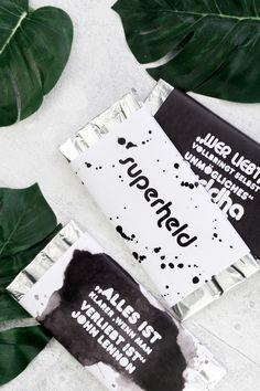 DIY Valentinstag Geschenk für Ihn: Schokoladen Papier - damit verwandelt ihr die Lieblings Schokolade des Mannes in ein persönliches DIY Geschenk! | DIY Geschenkidee | Freebie | Kostenloses Printable | DIY gift idea for Valentines Day | #valentinesgift #freebie #geschenkidee
