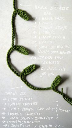 little leaves garland crochet pattern (in Dutch & English) - just in time for some springtime decor! Crochet Puff Flower, Crochet Leaves, Crochet Flower Patterns, Love Crochet, Irish Crochet, Crochet Flowers, Knit Crochet, Freeform Crochet, Crochet Stitches