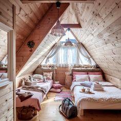Einzelzimmer im alpinen Stil - Christmas Deesserts Attic Bedroom Designs, Attic Bedrooms, Bedroom Layouts, Luxury Bedroom Furniture, Bedroom Decor, Bedroom Ideas, Cozy Bedroom, Dream Rooms, Dream Bedroom