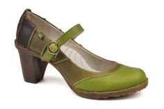 Got to have a pair of vegetable-tanned leather round toe sensible shoes