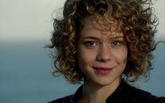 A atriz, que cortou e pintou os cabelos para filme, revelou qual visual mais gostou de ter para viver uma personagem