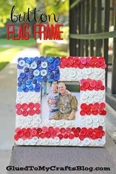 Diy button wooden frame craft fourth of july Fourth Of July Crafts For Kids, Easy Crafts For Kids, Summer Crafts, Art For Kids, Kid Crafts, Easter Eggs Kids, Diy Buttons, 4th Of July Decorations, Frame Crafts