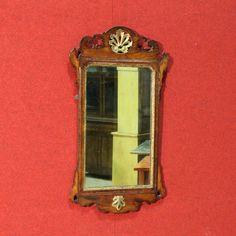 Italian mirror in carved walnut of the twentieth century. Visit our website www.parino.it
