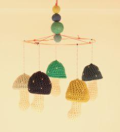 Uro inspiration til Djanna, i klare eller neon farver, med eget urostativ. Med filt eller hæklede kugler over svampene..