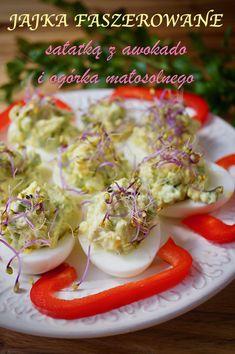 Niezwykle prosta, szybka i smaczna zarazem propozycja jajek faszerowanych na świąteczny stół wielkanocny. Najlepiej smakują przygotowane na świeżo tuż przed podaniem. Posypane kiełkami lub... Eggs, Breakfast, Blog, Haha, Morning Coffee, Egg, Blogging, Egg As Food
