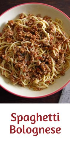 Spaghetti bolognese | Food From Portugal. If you like pasta dishes you must try this delicious recipe that mix the spaghetti and the minced meat! A tasty, quick and easy recipe with excellent presentation! Bon appetit!!! #bolognese #spaghetti #recipe #pastafoodrecipes