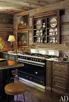Featured in Architectural Digest, Toad Hall belongs to Kreis and Sandy Beall, and it sits on 32 acres in Tennessee. The architect was Jack Davis, and they brought Atlanta-based designer Suzanne Kasler in to give the log house some English Country Style. Home Kitchens, Wood Kitchen, Cabin Style Homes, Kitchen Design, Kitchen Decor, Country Kitchen, Cabin Kitchens, Rustic Kitchen Design, Kitchen Styling
