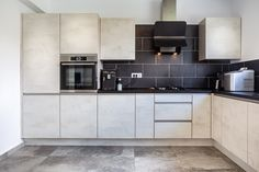 #Ushapedkitchen #modernkitchen #modernkitcheninspiration #modernkitchenideas #kitchendesign #Kitchenideas #kitchenfurniture #kitcheninspiration #KUXAstudio #KUXA #KUXAkitchen #bucatariemoderna #bucatarieU U Shaped Kitchen, Modern, Kitchen Cabinets, Furniture, Studio, Design, Inspiration, Home Decor, U Shape Kitchen