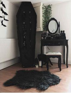 Ideas for bedroom diy goth dressing tables Dark Home Decor, Goth Home Decor, Gypsy Decor, Gothic Room, Gothic House, Victorian Gothic Decor, Goth Bedroom, Bedroom Decor, Wall Decor