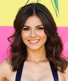Victoria Justice Hairstyle - Casual Medium Wavy Hairstyle. Click on the image to try on this hairstyle and view styling steps!