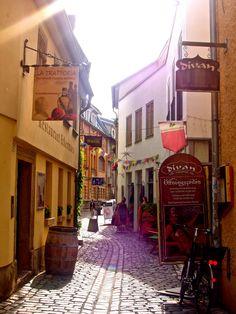 Weimar ist eine bekannte Kulturstadt in Ost-Deutschland: es ist die Stadt der Klassik mit den bekannten Schriftstellern: Goethe und Schiller.