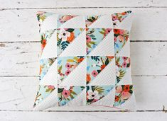 Quilted Pillow Cover : Easy Half-Square Triangle with the AccuQuilt GO! Quilt Pillow Case, Burlap Pillows, Decorative Pillows, Throw Pillows, Patriotic Quilts, Pillow Tutorial, Quilt Stitching, Quilted Pillow, Fabric Squares