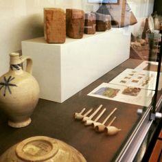 #archeocommunity #groottuighuis #shertogenbosch materiaal in de vitrines bij de nieuwe #ArcheoHotspot #archeologie #opgravingen