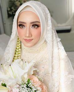 ideas bridal hijab dresses muslim brides for 2019 Muslim Wedding Gown, Muslimah Wedding Dress, Muslim Wedding Dresses, Muslim Brides, Muslim Dress, Kebaya Wedding, Muslim Couples, Bridal Makeup Looks, Bridal Looks