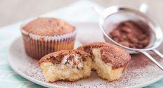 Marmormuffins sind die kleine Variante des beliebten Rührteig-Klassikers. Mit diesem Rezept werden die Marmorkuchen-Muffins saftig und locker.